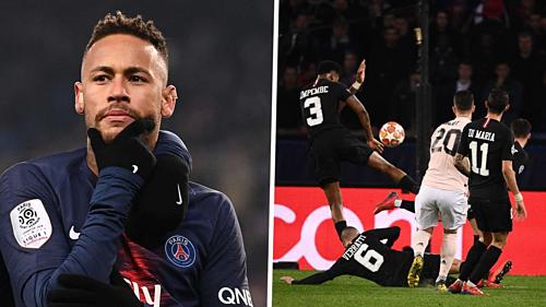 Neymar đặt dấu hỏi về tình huống trọng tài xác định bóng chạm tay Kimpembe (phải). Ảnh:AFP.