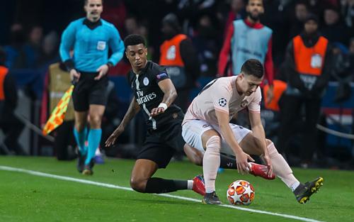 Trận đấu giữa PSG và Man Utd không chỉ quyết liệt trên sân mà còn dẫn tới hậu quả bên ngoài. Ảnh:AFP.