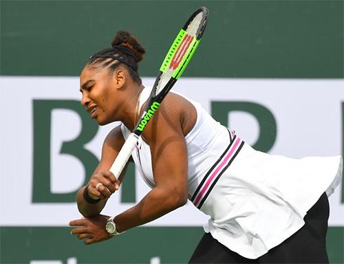 Serena tỏ ra hụt hơi trong hầu hết các đường bóng bền. Ảnh:Reuters.