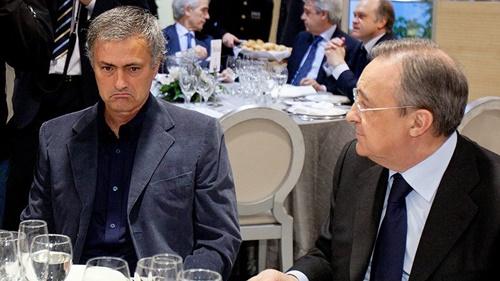 Mourinho (trái) từng dẫn dắt Real trong ba năm, từ 2010 đến 2013. Ảnh: AP.