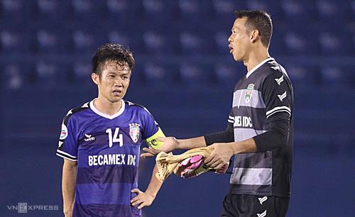 Tấn Trường có màn trình diễn khó hiểu dẫn đến trận thua của đội nhà.