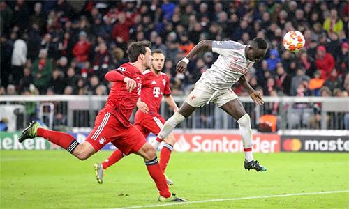 Mane đánh đầu, ấn định thắng lợi 3-1 cho Liverpool. Ảnh: Reuters & Empics.