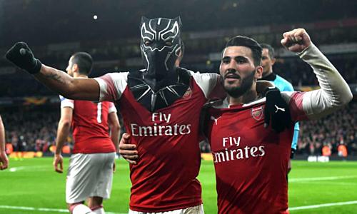 Aubameiang wore Black Panther mask after winning. Photo: EPA.