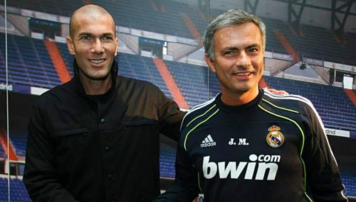 Zidane và Mourinho khi còn ở Real. Ảnh:AFP.
