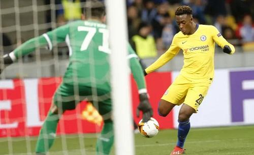 Hudson-Odoi ghi bànấn định chiến thắng 5-0 cho Chelsea. Ảnh: AP.