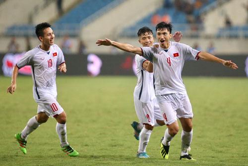 Đoàn Văn Hậu (số 4) được đánh giá là cầu thủ tiềm năng của Việt Nam, có đủ sức để có thể ra nước ngoài tỏa sáng.