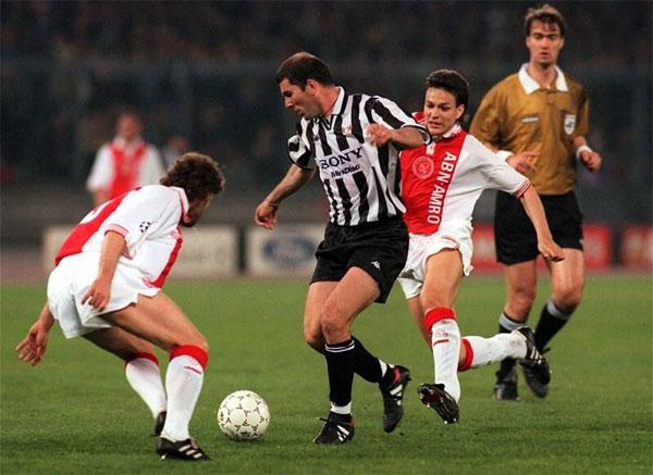 Juventus và Zidane năm 1997 từng đè bẹp Ajax 6-2 chung cuộcở bán kết.