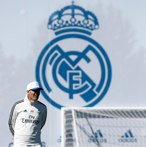 Zidane trở lại để cùng Real nhìn về tương lai. Ảnh: RMCF.