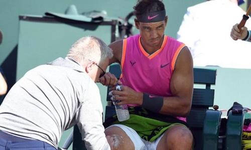 Nadal rút lui khỏi bán kết Indian Wells trong lúc khởi động. Ảnh: Reuters.