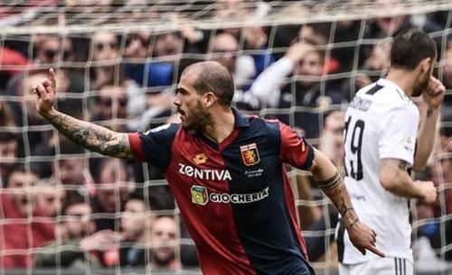 Người cũ của Juventus - Sturaro - mở tỷ số chỉ hai phút sau khi vào sân. Ảnh: Reuters.