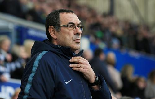 Sarri cho thấy sự bất lực để cải thiện phong độ thất thường của Chelsea. Ảnh:AFP.