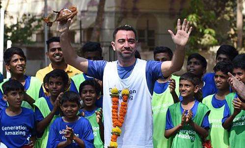 Xavi đang ở Ấn Độ trong chương trình quảng bá cho World Cup 2022. Ảnh:Reuters.