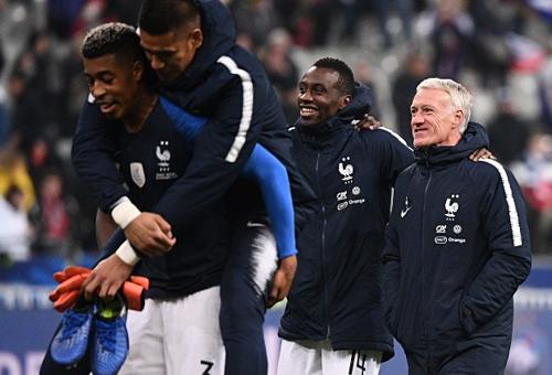 Các cầu thủ Pháp tập luyện cho vòng loại Euro 2020. Ảnh:AFP.