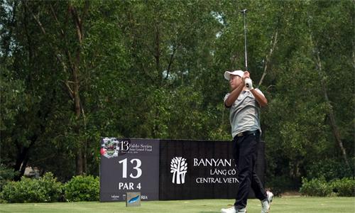 Nguyễn Vũ Quốc Anh là golfer Việt Nam duy nhất không đánh quá số gậy chuẩn (71) tại vòng hai.