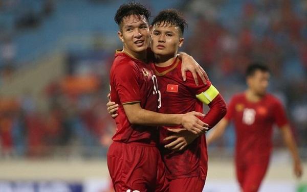 Quang Hải ấn định chiến thắng 6-0 cho Việt Nam bằng pha đá phạt đền thành công. Ảnh: Lâm Thỏa.