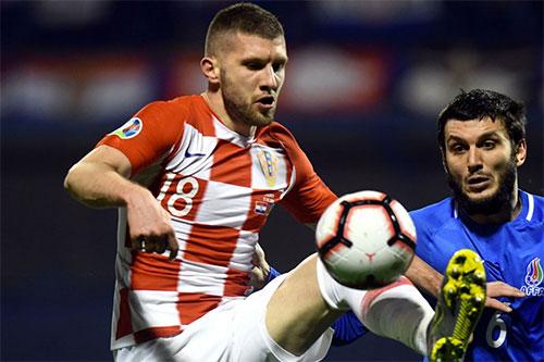 Ante Rebic (số 18) là một trong những thay đổi nhân sự để làm mới hàng công Croatia sau giờ giải lao.