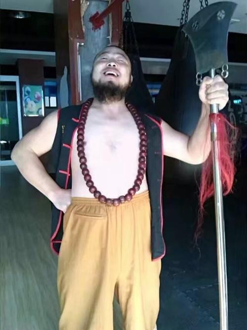 Vương Tri Lượng thích luyện quyền trượng giống nhân vật Lỗ Trí Thâm.
