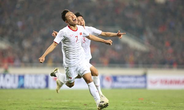 Triệu Việt Hưng vui mừng sau bàn thắng phút bù giờ. Ảnh:Xuân Bình.