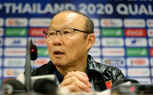 HLV Park đã vui vẻ hơn nhiều, trong cuộc họp báo sau trận đấu với Thái Lan. Ảnh: Xuân Bình.