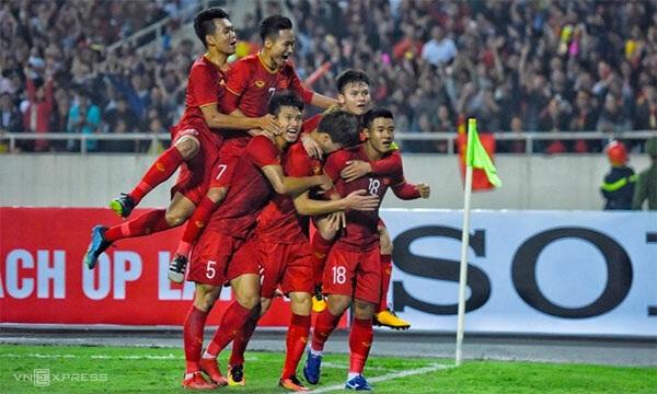 Đức Chinh mở màn cho chiến thắng đậm của Việt Nam bằng một pha di chuyển và dứt điểm quyết đoán. Ảnh: Giang Huy.