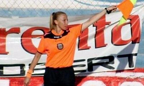 Trọng tài nữ trong bóng đá thường gặp phải nhiều khó khăn hơn các đồng nghiệp nam. Ảnh: CDS.