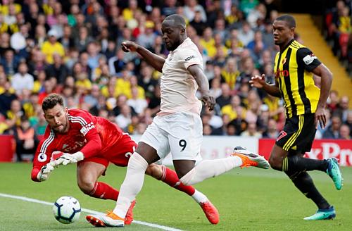 Lukaku mở tỷ số ở lượt đi, khi Man Utd thắng 2-1 tại Vicarage Road. Ảnh: Reuters.