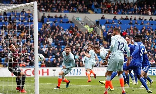 Đội trưởng Chelsea dễ dàng ghi bàn khi chỉ đứng cách khung thành Cardiff vài met. Ảnh: PA.