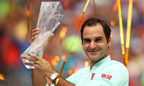Federer mừng chiến thắng thứ tư tại Miami. Ảnh: Sky.