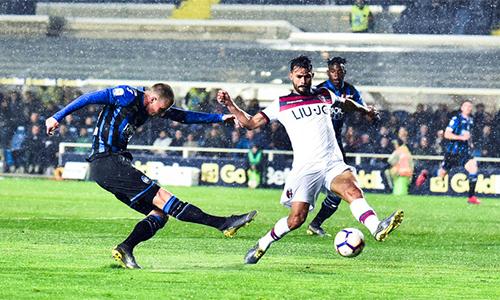 Ilicic (trái) mở đầu cơn mưa bàn thắng của đội chủ nhà Atalanta. Ảnh: ANSA.