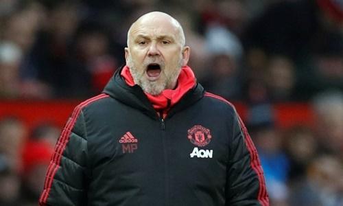 Phelan có thể rời Man Utd chỉ sau vài tháng làm việc. Ảnh: EPA.