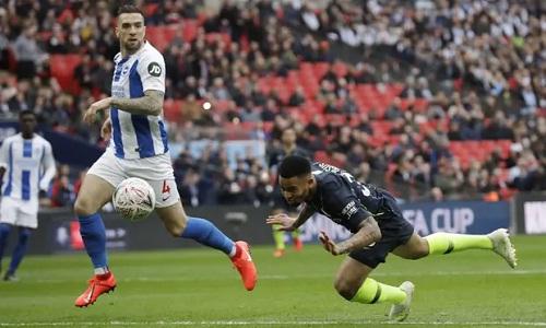 Pha đánh đầu cận thành của Jesus đưa Man City vào chung kết Cup FA. Ảnh: PA.