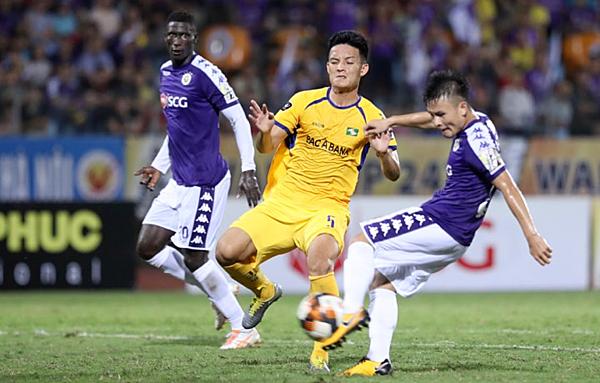 Quang Hải vuốt bóng đẹp mắt nâng tỷ số lên 3-0. Ảnh: Lâm Thỏa.