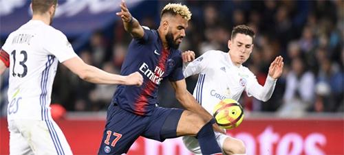 Choupo-Moting (số 17), 30 tuổi, gia nhập PSG theo diện chuyển nhượng tự dotronghè 2018, sau khi cùngStoke City tụt hạng ở Ngoại hạng Anh Anh.