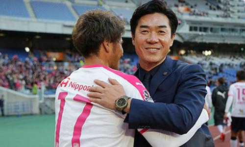 Yoon Jong-Hwan (phải) là một danh thủ tên tuổi ở Hàn Quốc.