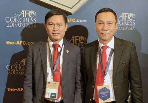 Ông Trần Quốc Tuấn (phải) và Chủ tịch HĐQT VPF Trần Anh Tú tại Đại hội AFC