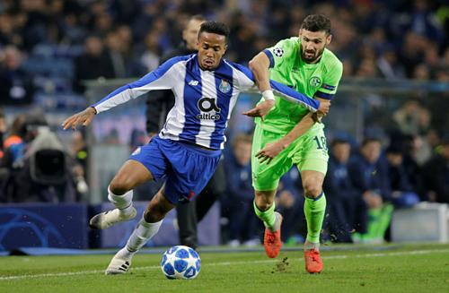 Eder Militao (trái) giúp hàng thủ Porto được cải thiện. Ảnh: Reuters.