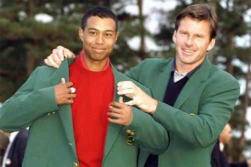 Nick Faldo (phải) trao áo xanh cho Woods năm 1997. Trong bữa tiệc năm 2017, Faldo xác nhận Woods có nói rằng Tôi sẽ không chơi golf nữa.