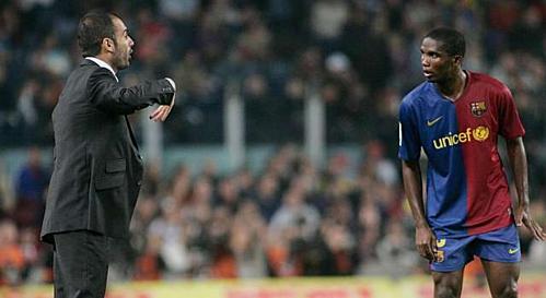 Dưới thời Guardiola (trái), Etoo và kể cả sau này là Ibrahimovic, cũng đều bị xếp vào hàng thứ yếu so với Messi.