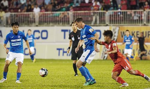 Dyacheko ghi bàn và kiến tạo, khiến HAGL thót tim những phút cuối trận. Ảnh: Hùng Linh