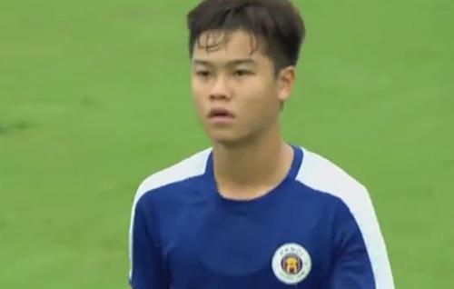 Đức Anh làđội trưởng của U17 Hà Nội ở những trận vòng bảng.