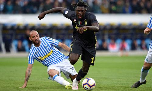 Kean (áo đen) tiếp tục khai hoả trong màu áo Juventus. Ảnh: Reuters.