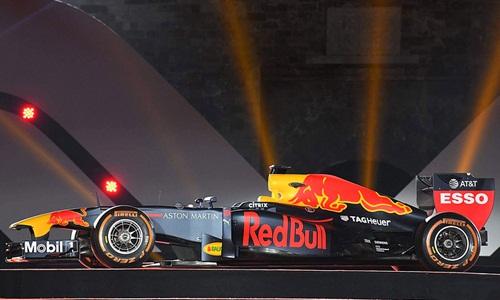 Chiếc xe đua F1 của đội Red Bull được trưng bày tại Hà Nội vào cuối năm 2018. Ảnh: Giang Huy.