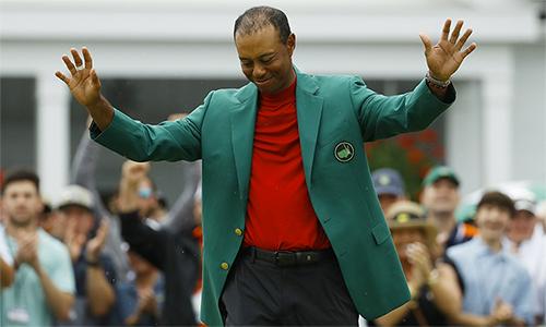 Chiếc Áo Xanh thứ năm tại Masters là phần thưởng xứng đáng cho nghị lực và tài năng của Tiger Woods. Ảnh: AP.