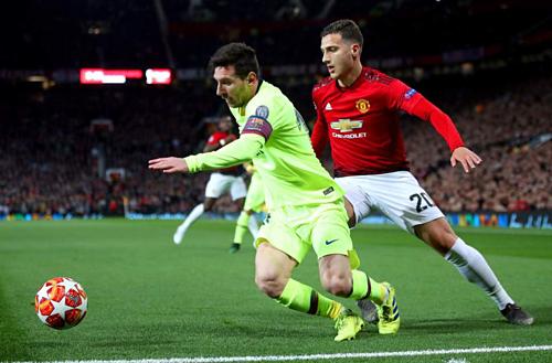 Messi (xanh) và các đồng đội đang nắm lợi thế lớn trước trận lượt về.
