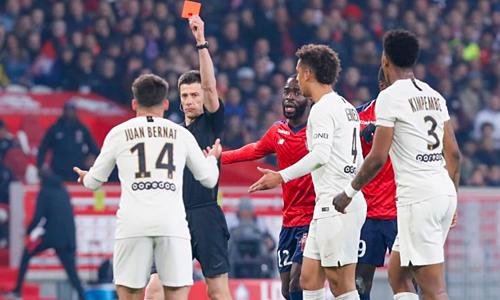 Chiếc thẻ đỏ của Bernat mở ra quá trình sụp đổ của PSG trên sân Lille.
