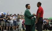 Tiger Woods hóa giải 'lời nguyền' tại major