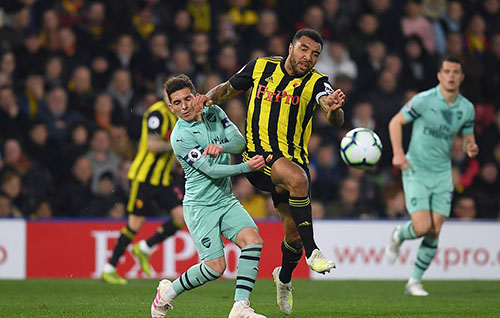 The situation led to Deeney's red card (striped yellow and black shirt). Photo: BPI.