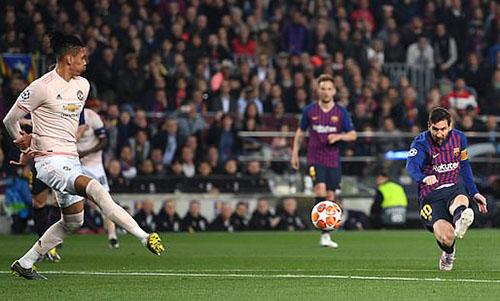 Cú cứa lòng mở tỷ số của Messi ở phút 16. Ảnh: AP.