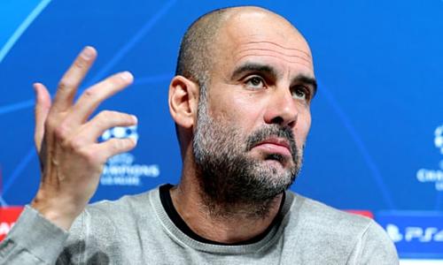 Guardiola phát biểu trong họp báo trước trận đấu với Tottenham. Ảnh:PA.