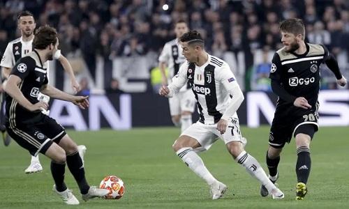 Ronaldo không thể cứu Juventus khỏi thất bại ngay trên sân nhà. Ảnh: AP.